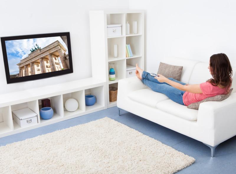 Telewizor LCD na ścianie