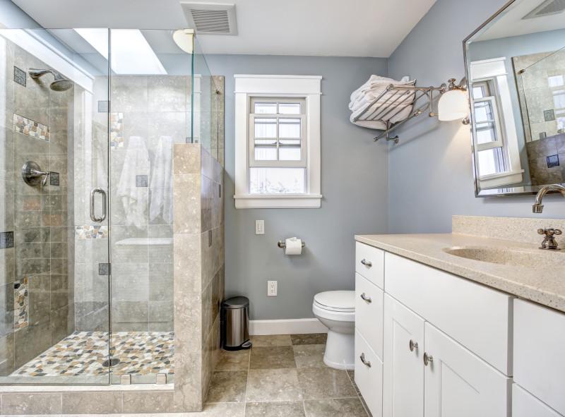 Lśniąco czysta kabina prysznicowa