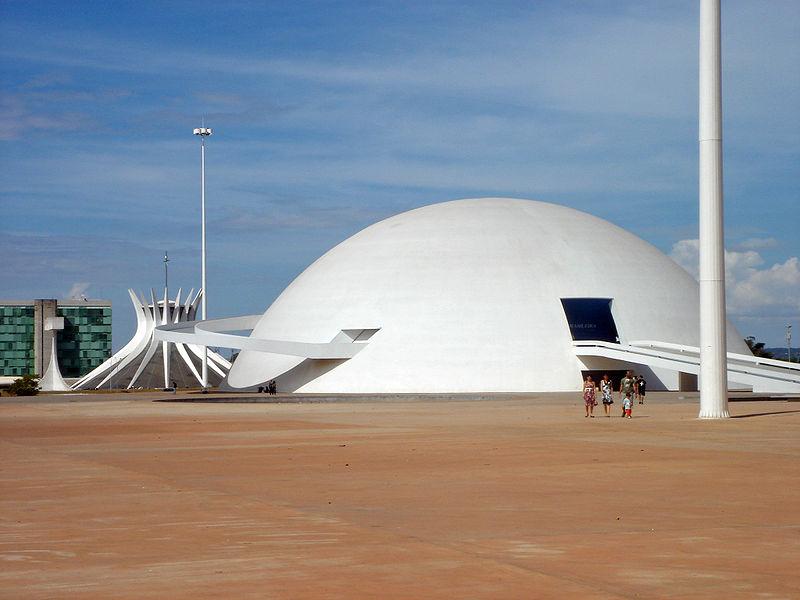 800px-museu_nacional_brasilia_05_2007